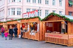 El mismo principio del mercado de la Navidad en Aarhus, Dinamarca Foto de archivo libre de regalías