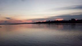 El misterio del río de Ucayali en la puesta del sol - Pucallpa Perú fotos de archivo libres de regalías