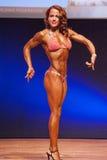 El modelo de la figura femenina muestra su mejor en el campeonato en etapa Fotos de archivo