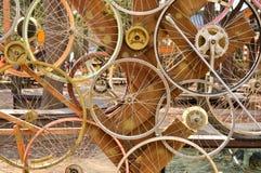El modelo de las ruedas de bicicleta adorna al fondo Fotos de archivo