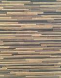 El modelo de madera superficial del primer en la pared de madera vieja texturizó el fondo Fotografía de archivo libre de regalías