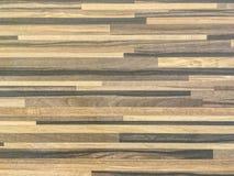 El modelo de madera superficial del primer en la pared de madera vieja texturizó el fondo Imagen de archivo libre de regalías