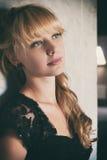 El modelo de moda de la belleza Woman con hermoso compone Fotografía de archivo