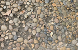El modelo decorativo del piso de las piedras de la grava texturiza el fondo Foto de archivo libre de regalías
