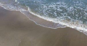 El modelo del otoño el Mar Negro agita en Pomorie, Bulgaria almacen de video