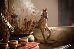El modelo Figure del caballo en un templo chino Fotos de archivo