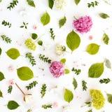 El modelo floral del día del ` s de la tarjeta del día de San Valentín hecho de la floración florece Fotografía de archivo libre de regalías