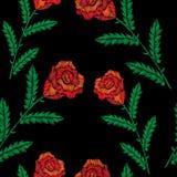 El modelo inconsútil con bordado cose rosas rojas de imitación Imágenes de archivo libres de regalías