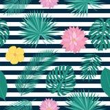 El modelo inconsútil con las hojas tropicales y el verano florece Imagen de archivo