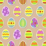 El modelo inconsútil con los iconos de las etiquetas engomadas de los huevos de Pascua en el estilo plano por los días de fiesta  Imagen de archivo