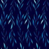 El modelo inconsútil de la acuarela del azul se va en un fondo azul marino Imagenes de archivo