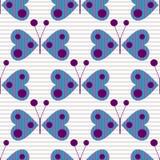 El modelo inconsútil con los insectos, fondo del vector con las mariposas decorativas estilizadas azules en el gris alineó el con Imagen de archivo