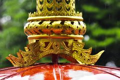 El modelo tailandés tradicional es un de oro fotografía de archivo
