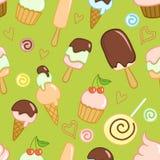 El modelo verde inconsútil con helado, las magdalenas, los caramelos y los corazones Foto de archivo