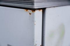 El moho en un refrigerador viejo blanco Imagen de archivo libre de regalías