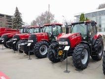 18 03 2017, el Moldavia, Chisinev: Nuevos tractores en un exhibi del ` s del granjero Foto de archivo
