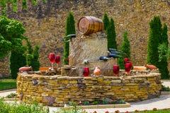 El MOLDAVIA, MILESTII MICI 2018 - puede 2018: fuente del vino fuera del lagar el 3 de agosto de 2012 en Milestii Mici, Moldavia Fotografía de archivo libre de regalías