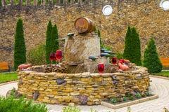 El MOLDAVIA, MILESTII MICI 2018 - puede 2018: fuente del vino fuera del lagar el 3 de agosto de 2012 en Milestii Mici, Moldavia Imágenes de archivo libres de regalías