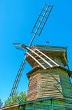El molino de viento del registro en Suzdal Imagen de archivo