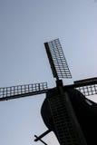 El molino de viento viejo imagenes de archivo