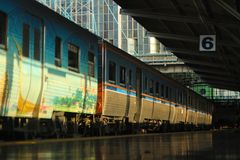 EL MOMENTO SOLAMENTE EN el ferrocarril Foto de archivo libre de regalías