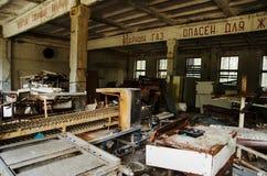 El monóxido de carbono firma en ruso en la fábrica abadoned de la planta en Che imagen de archivo libre de regalías