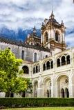 El monasterio de Alcobaca de la iglesia es una iglesia católica romana medieval Imagen de archivo libre de regalías