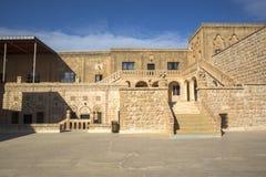 El monasterio de Gabriel Mardin Turkey púrpura imagenes de archivo