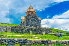 El monasterio viejo en el lago Sevan Imágenes de archivo libres de regalías