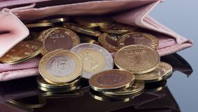El monedero, se abre con las monedas del Riyal del saudí fotos de archivo libres de regalías