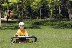 El monje joven a aprender Foto de archivo libre de regalías