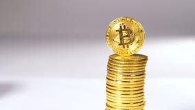 El montón de las monedas creado como Cryptocurrency envió entre los usuarios