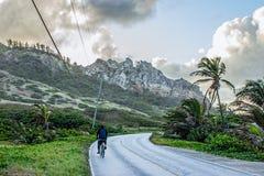 El montar en el camino de la costa este de Barbados Foto de archivo libre de regalías