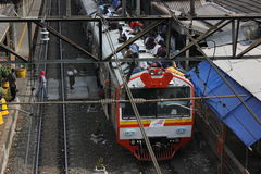 El montar en el tejado del tren Imagenes de archivo