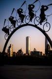 El montar sobre la ciudad Fotos de archivo libres de regalías