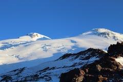 El monte Elbrus en octubre, la visión desde el refugio 11, Rusia foto de archivo