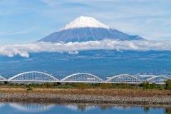 El monte Fuji con el puente Fotos de archivo libres de regalías