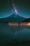El monte Fuji en el kawaguchiko del lago foto de archivo libre de regalías