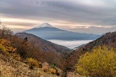 El monte Fuji en la estación del otoño Fotos de archivo