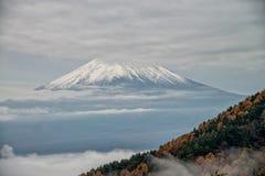 El monte Fuji en la niebla Imagen de archivo