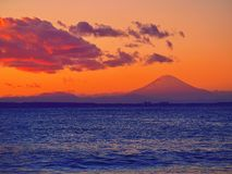 El monte Fuji grande en puesta del sol foto de archivo libre de regalías