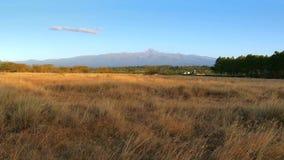 El monte Kenia en Kenia central almacen de metraje de vídeo