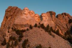 El monte Rushmore en el amanecer Imagen de archivo libre de regalías