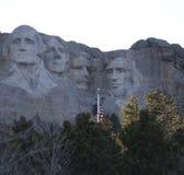 El monte Rushmore en el crepúsculo imagen de archivo libre de regalías