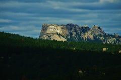 El monte Rushmore en la ladera Fotos de archivo libres de regalías