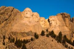 El monte Rushmore hace frente de los presidentes en la salida del sol en Black Hills de Dakota del Sur Imagenes de archivo
