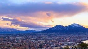 El monte Vesubio. Amanecer sobre Nápoles. Lapso de tiempo almacen de video