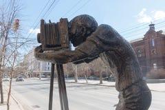 El monumento al fotógrafo en la calle Imagen de archivo libre de regalías