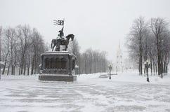 El monumento al príncipe Vladimir y el santo Fyodor Imagenes de archivo