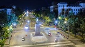 El monumento al timelapse aéreo del fundador de la ciudad - el cosaco Kharko, situado en Nauki Prospekt en Kharkov almacen de video